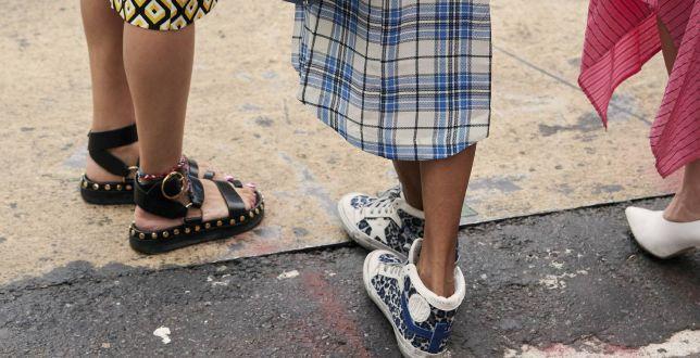 Nosi się je w Paryżu i Berlinie. Te sandały zrobiły furorę na Instagramie. My znalazłyśmy je w dobrej cenie
