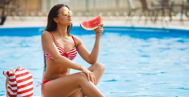 To najlepsza pora na zakup kostiumu kąpielowego. Mamy top 18 propozycji ze znanej sieciówki. Świetne ceny!