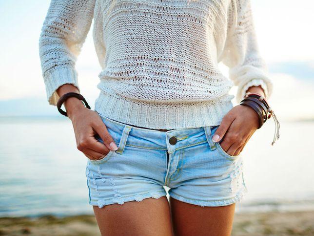 Moda na wakacje: te szorty pięknie podkreślą opaleniznę i wymodelują sylwetkę