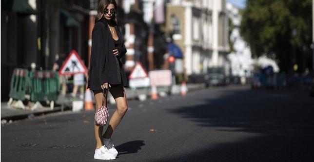 Te spodenki królują na Instagramie! Świetnie podkreślają nogi i pupę, do tego pasują nawet do eleganckich zestawień!