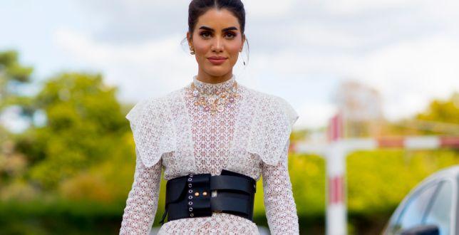 Moda 50+: dojrzałe kobiety uwielbiają ażurowe sukienki! Są zwiewne, wygodne i odejmują lat