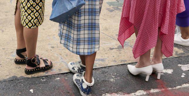 TRENDY: Sandały znanych marek w świetnych cenach. Model marki Dior jest idealny do sukienki!