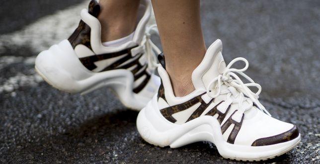 Final sale: znana marka wyprzedaje buty na wiosnę. Są bardzo wygodne, a teraz kupisz je za połowę ceny