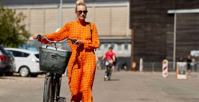 Te sukienki na wiosnę i lato wyglądają jak od projektanta, a kupisz je w sieciówce. TOP 18