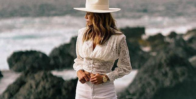 Bluzki w stylu boho są idealne na upały! Modele z koronką i falbankami są bardzo romantyczne i kobiece