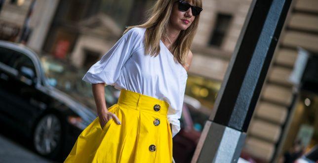 Te spódnice z wysokim stanem są eleganckie i bardzo kobiece. Sprawdź letnie propozycje w niskiej cenie
