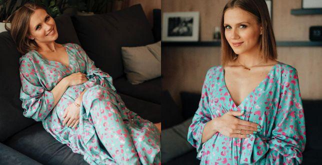 Get the look: Agnieszka Kaczorowska w modnej sukience w kwiaty. To model z kolekcji polskiej marki