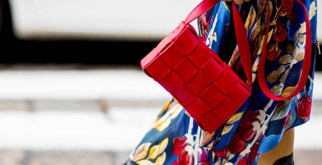 Tipy stylistek: spódnica w kwiaty - jak ją nosić nie tylko latem? Zdradzamy sekrety dziewczyn z branży