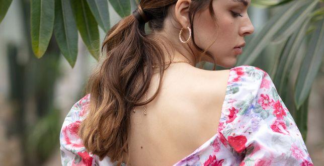 Tipy stylistek: bluzka z dekoltem urozmaici prostą stylizację. Wybieramy top 18 modeli na ciepłe dni