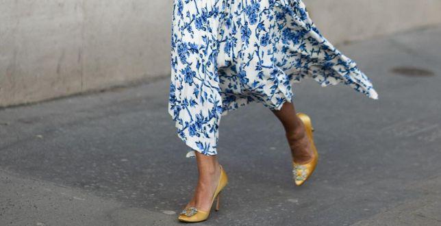 Romantyczne detale, niebanalne wzory i odważne kolory - te spódnice będziemy nosić wiosną 2021