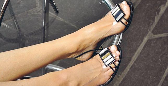 Hot trend: z butami tej francuskiej marki poczujesz się jak na Lazurowym Wybrzeżu. Wybrane modele kupisz z rabatem