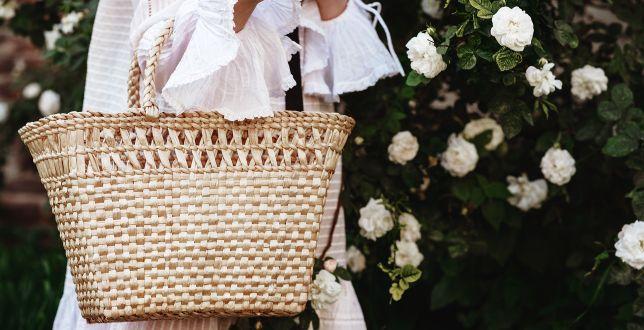 Hot dodatki: te plecione torebki rządzą na ulicach światowych stolic mody. Pokochały je dziewczyny z branży!