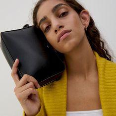 Reserved - Gładka torebka na wąskim pasku - Czarny