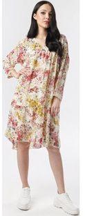 Sukienka Born2be midi w kwiaty na spacer