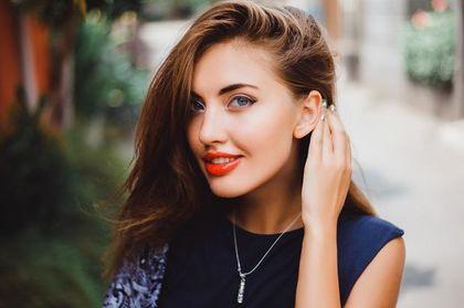 Przetłuszczające się włosy spędzają ci sen z powiek? Zobacz top 5 sposobów, które pomogą ci zwalczyć ten problem!