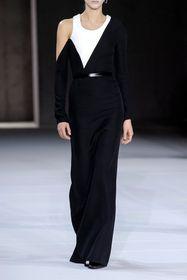 Te sukienki z wiązaniem podkreślą i wysmuklą talię! Modele z twoich ulubionych sklepów, które sprawdzą się jesienią