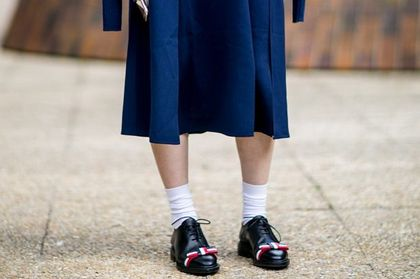 Modę na te buty zapoczątkowali studenci angielskiej uczelni w XIX wieku. Zobacz jak nosić te damskie półbuty!