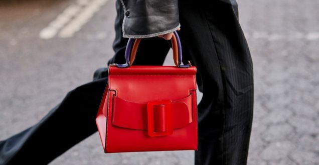 Hot dodatki: Modne torebki na jesień 2020 z sieciówek. Czerwony kuferek wygląda jak z wybiegu i kosztuje mniej niż 100 zł!