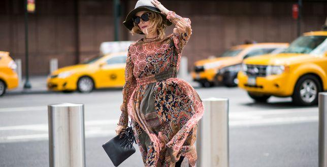 Moda 50+: te sukienki z długim rękawem dla kobiet po 50-tce to idealne modele na jesień i zimę!